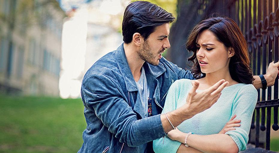 Домашний тиран: 7 признаков того, что партнер манипулирует илжет