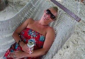 47-летняя женщина бросила пить — и ее не узнать. Смотрите, как она изменилась!