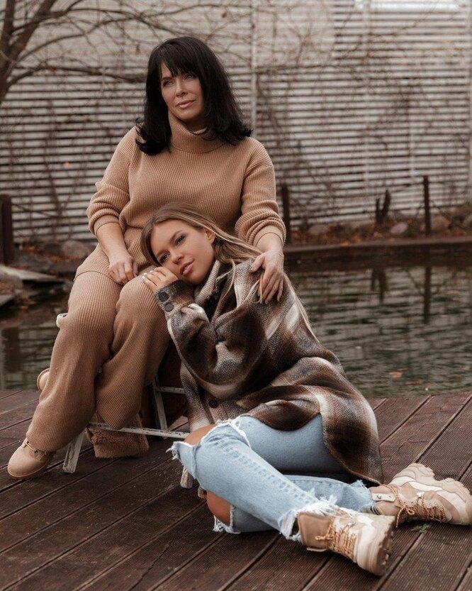 Рита Дакота с мамой