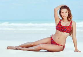 Регина Тодоренко снялась в купальнике