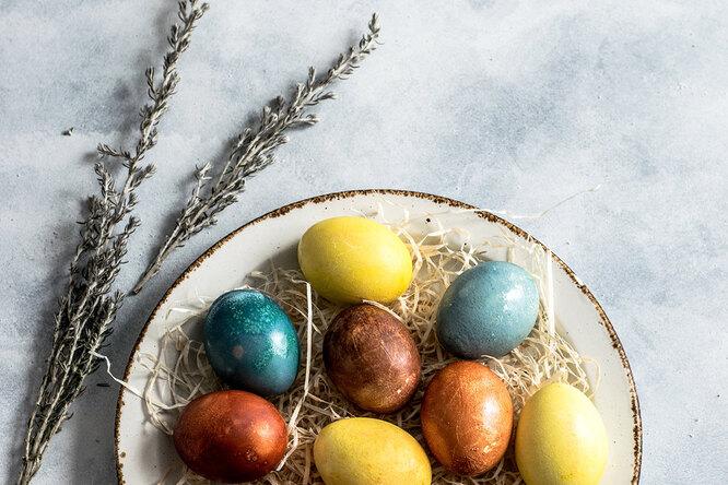 Краски ненужны: 8 натуральных способов окрашивания пасхальных яиц