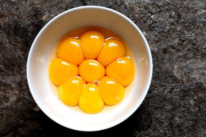 Как использовать яичные желтки, если остались лишние