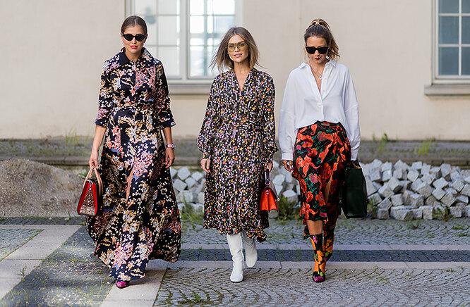 три девушки в нарядах с цветочным принтом