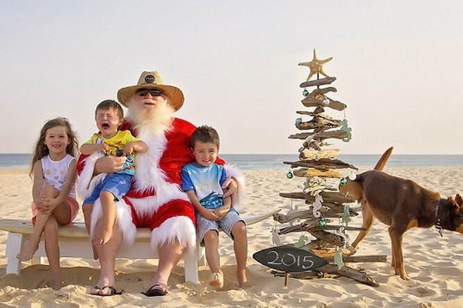 Смешные икурьезные фото Санта Клауса идетей напляжах Австралии взорвали Сеть