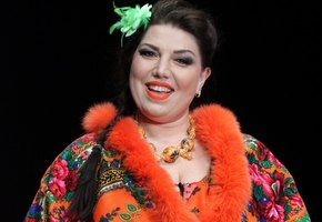 «Шикарно»: похудевшая Екатерина Скулкина показала фото в облегающем костюме