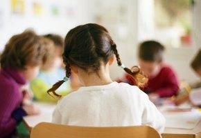 Пятилетнего ребенка воспитательница заставила съесть обед, упавший на пол