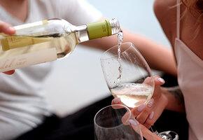 Почему алкоголь так влияет на внешность женщины? Только факты