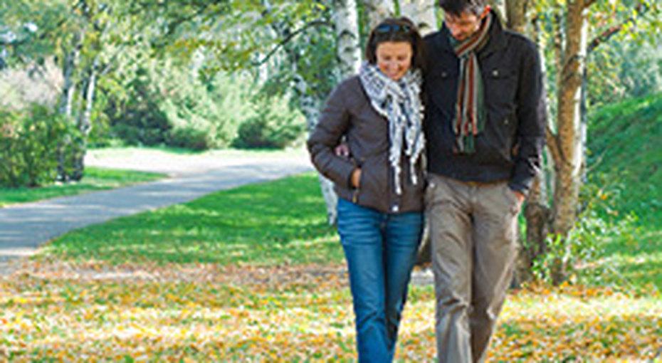 Пешие прогулки спасают отпереедания