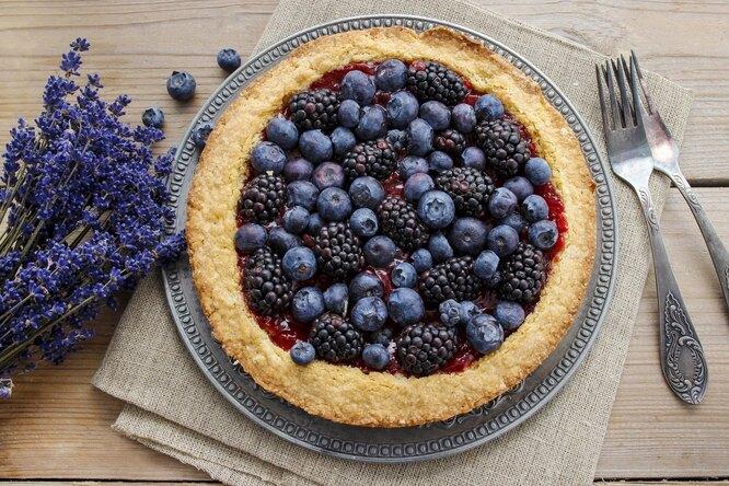 Простой рецепт пирога с черникой из песочного теста
