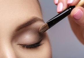 Как увеличить маленькие глаза с помощью макияжа? Семь несложных звездных приемов