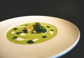 Суп-пюре из кабачков и шпината