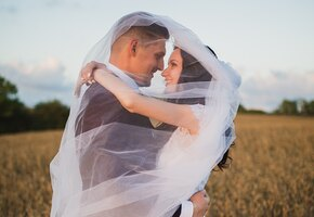 «Открыть при ссоре»: пара ждала 9 лет и узнала, что в свадебном подарке тёти