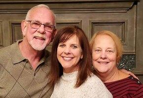Брошенная дочь воссоединила биологических родителей спустя 50 лет