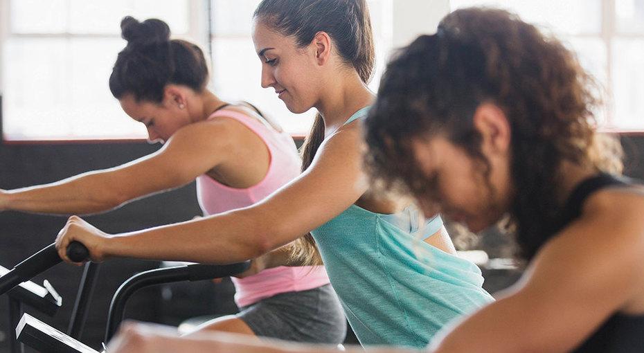 Не только фигура: 11 проблем со здоровьем, откоторых помогают регулярные тренировки вспортзале