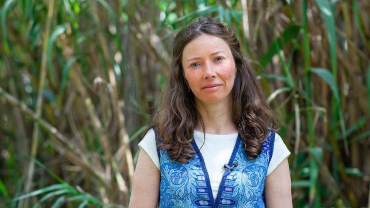 Екатерина Сигитова живет скожным заболеванием - ихтиозом. Ина примерах изсобственной жизни рассказывает, как найти точку опоры.
