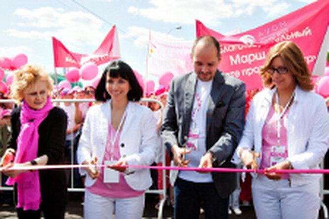 Звезды поддержали Avon вмарше «Вместе против рака груди»