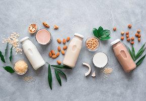 Пока, молочник! Почему растительное молоко лучше коровьего?