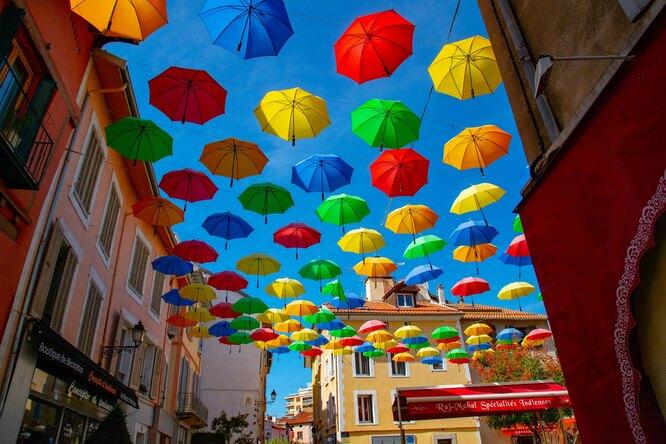 зонты на улице