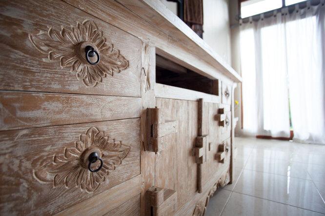 На пике популярности состаренная мебель и предметы интерьера