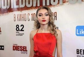 «Рыдаю от такой красоты»: Арина Постникова волнует поклонников обнаженными ногами