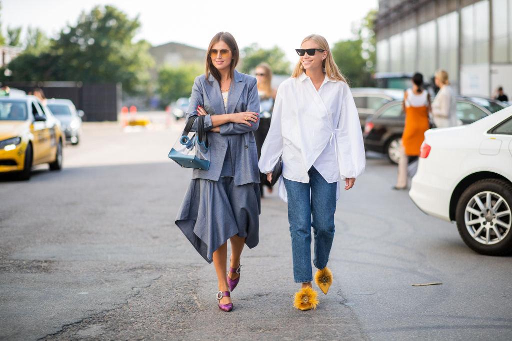 Две модные девушки