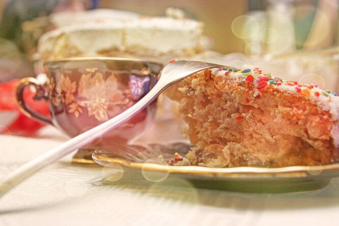 Рождественский кекс в белково-лимонной глазури