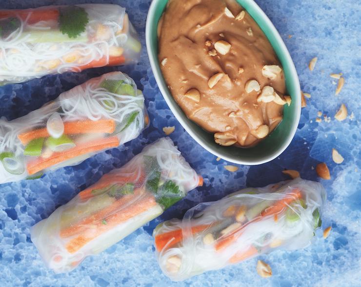 Спринг-роллы с овощами и ореховым соусом
