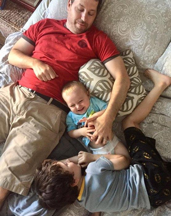 Майк сосвоими сыновьями
