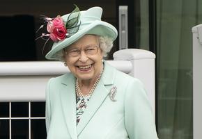 Диета долгожительницы: какие продукты и алкоголь любит королева Елизавета II