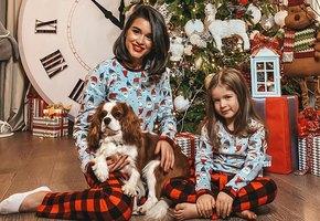 «Кто их так разукрасил?» Ксения Бородина сняла трогательное видео с дочкой и цветными голубями