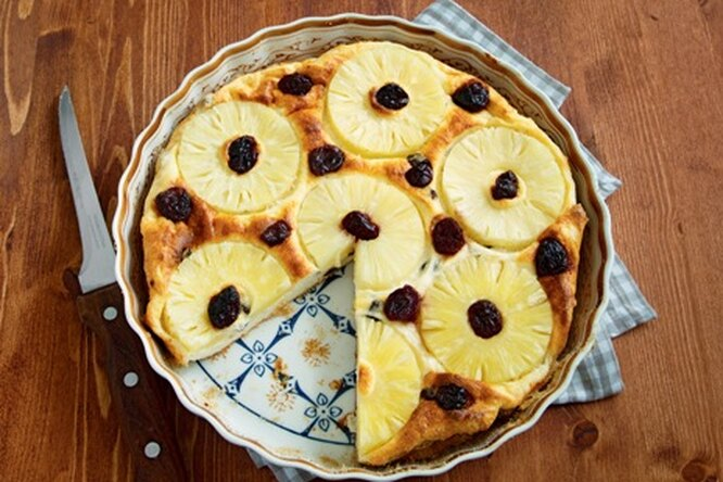 Творожная запеканка с ананасом и вишней