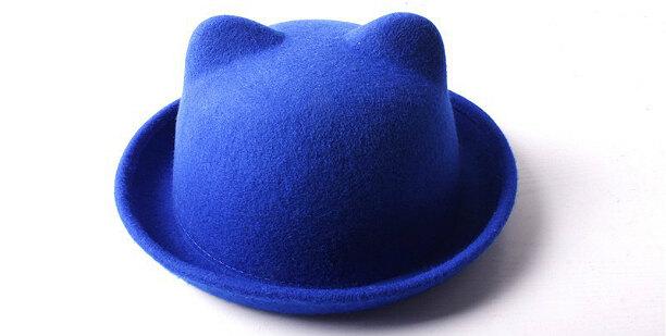 Женская шапка твердая с ушками