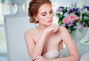 Как «носить грудь» в открытом платье: бюстгальтеры, липучки и другие хитрости