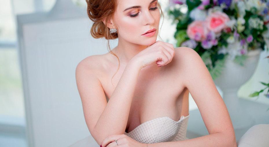 Как «носить грудь» воткрытом платье: бюстгальтеры, липучки идругие хитрости