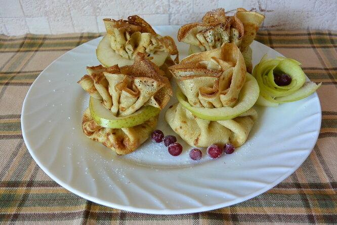 Блинчики с начинкой из яблок и груш