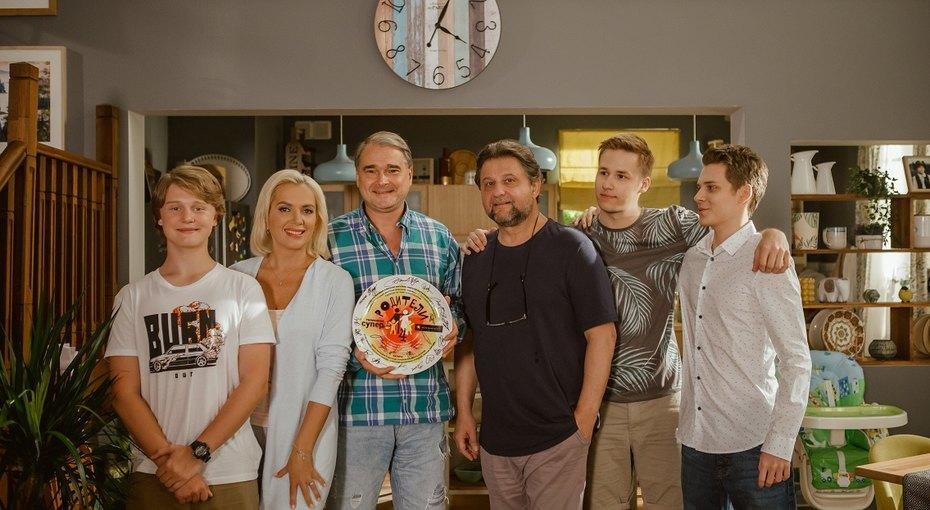 Актер Александр Самойленко задумался одетях