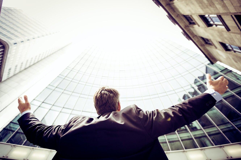 бизнесмен, успех, успешный человек, мужчина в костюме
