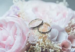 Первая годовщина свадьбы: как называется, что подарить, идеи для праздника