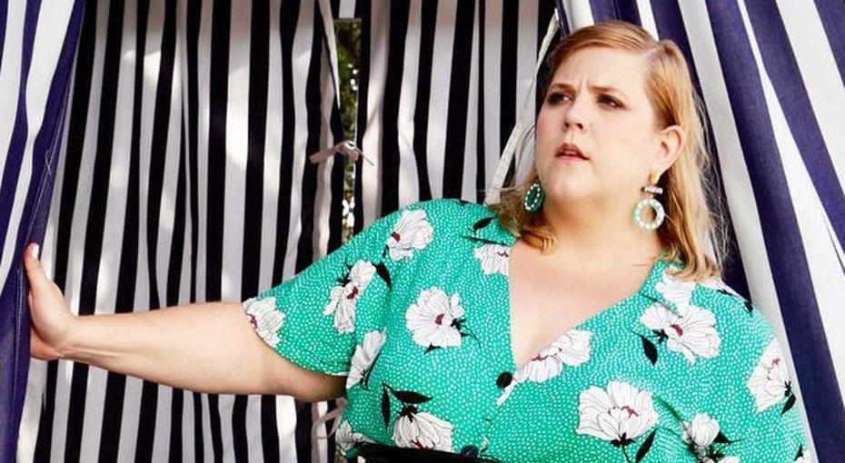 «Все женщины красивы». Gillette вступились заplus size модель, которую критиковали всетях