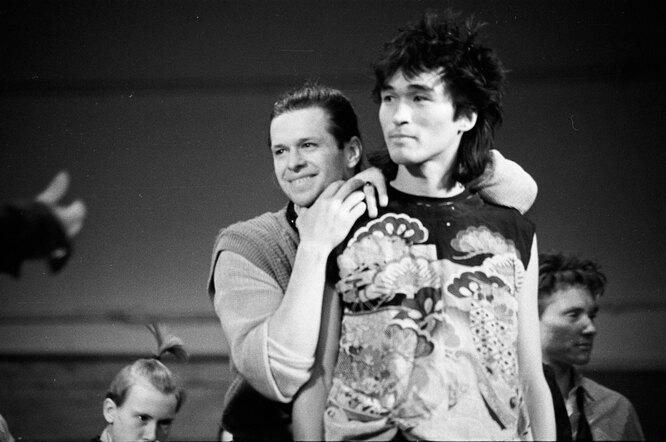 Борис Гребенщиков и Виктор Цой на концерте в Ленинградском рок-клубе, 10.12.1986 г.