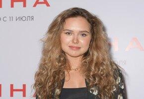 «Какая красивая!» 20-летняя дочь Дмитрия Маликова в шортах прогулялась по крышам