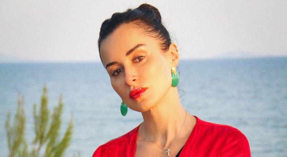 «Вот это фигура!» 43-летняя Тина Канделаки показала фото воткровенном бикини