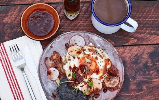 Идея для завтрака: классическая британская яичница в мексиканском стиле