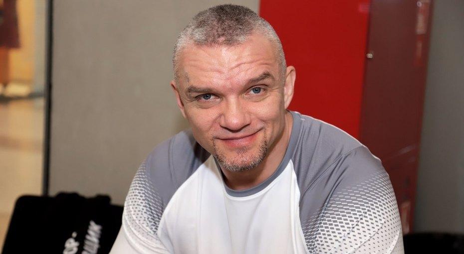 «Эти глаза напротив»: 47-летний Владимир Епифанцев выложил необычное фото с24-летней возлюбленной