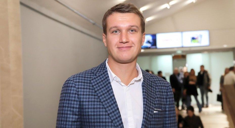 Положительный герой. Знаменитая семья, любвеобильная юность инастоящая любовь Анатолия Руденко