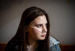 Потеряла родителей, ждёт пересадки лёгких: история девушки с муковисцидозом