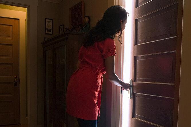 Женщина обнаружила вгостиничном номере непрошеного гостя — ирешила ему помочь