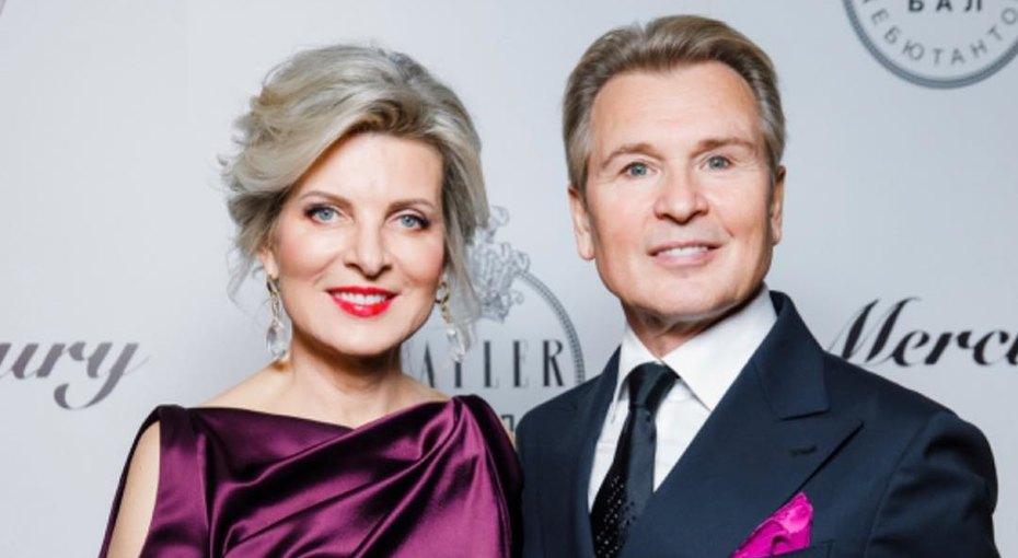Без макияжа ифильтров: 57-летняя жена Александра Малинина восхитила поклонников правдивым фото