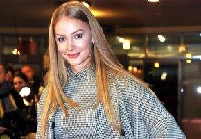 Светлана Ходченкова отрезала челку и изменилась до неузнаваемости