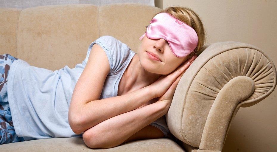 Почему женщинам нельзя спать свключенным телевизором